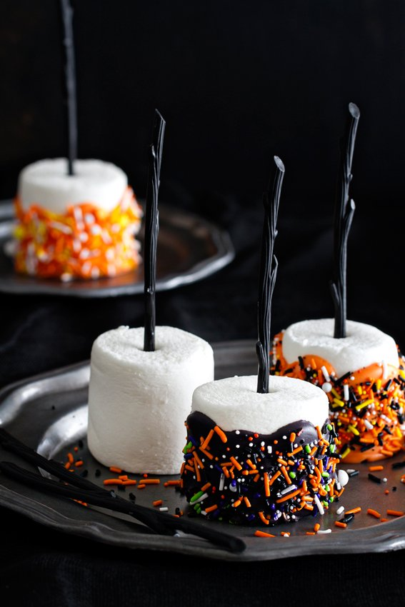 30 easy fall snacks and halloween treats perfect for all ages halloween treats marshmallow pops forumfinder Choice Image