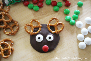 Forget Christmas treats that take forever to make! This easy M&M's recipe uses just 3 ingredients and takes only a few minutes to make! Plus, it's the cutest little Reindeer in the end, with NO creative skill required!