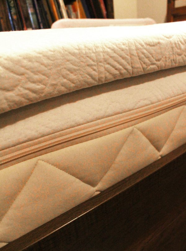 Side view of Happsy organic mattress with the 2