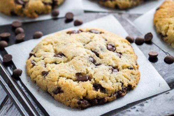 Keto-chocolate-chip-cookies